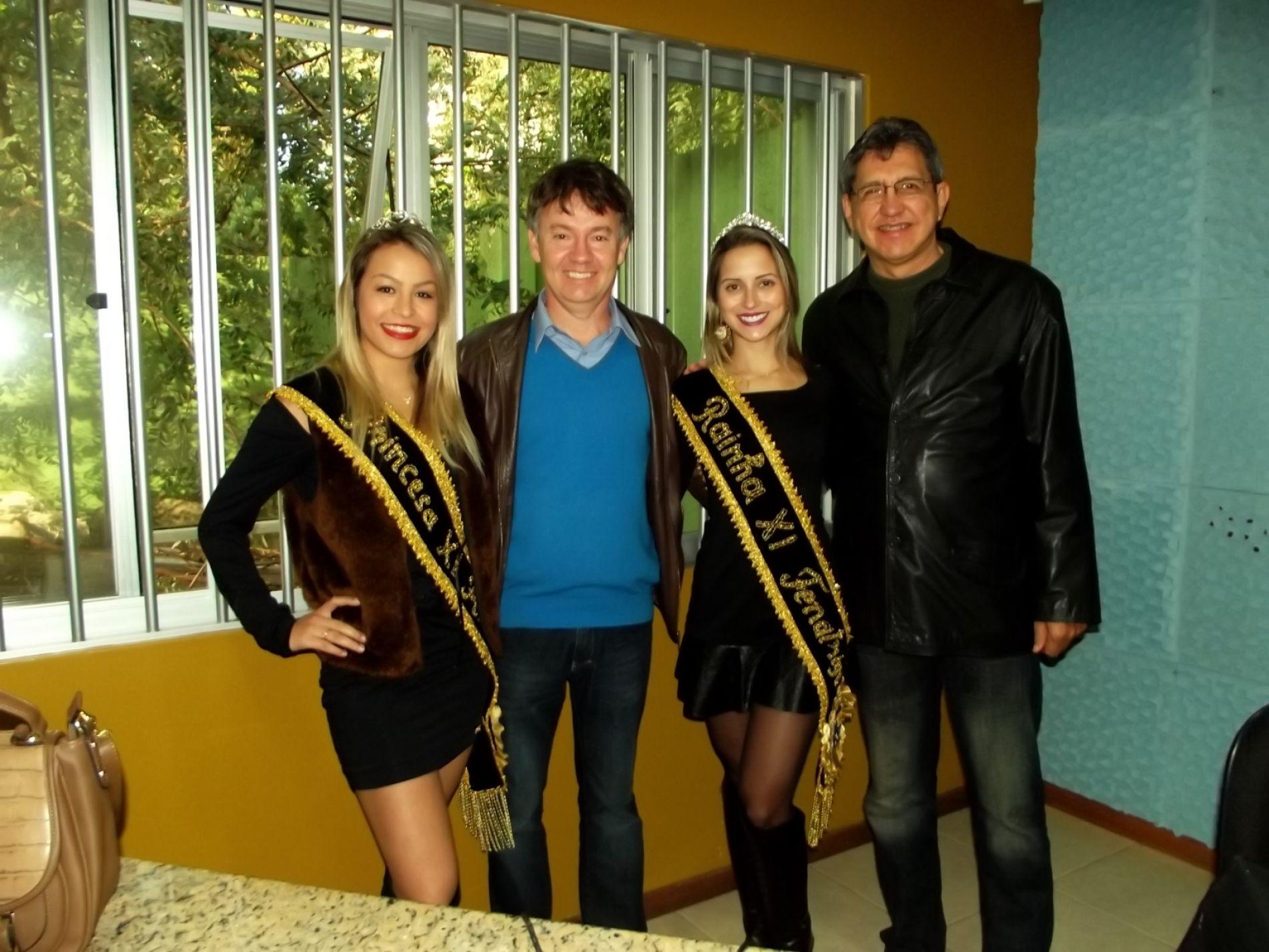 Presidente e soberanas com Varela  na Rádio Diário Serrano F