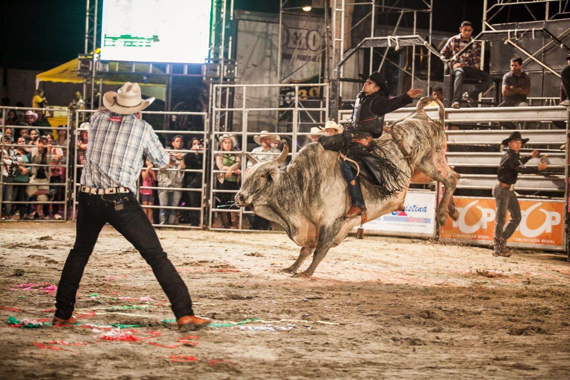 Rodeio Show Cesar Paraná é um dos grandes atrativos da XIII