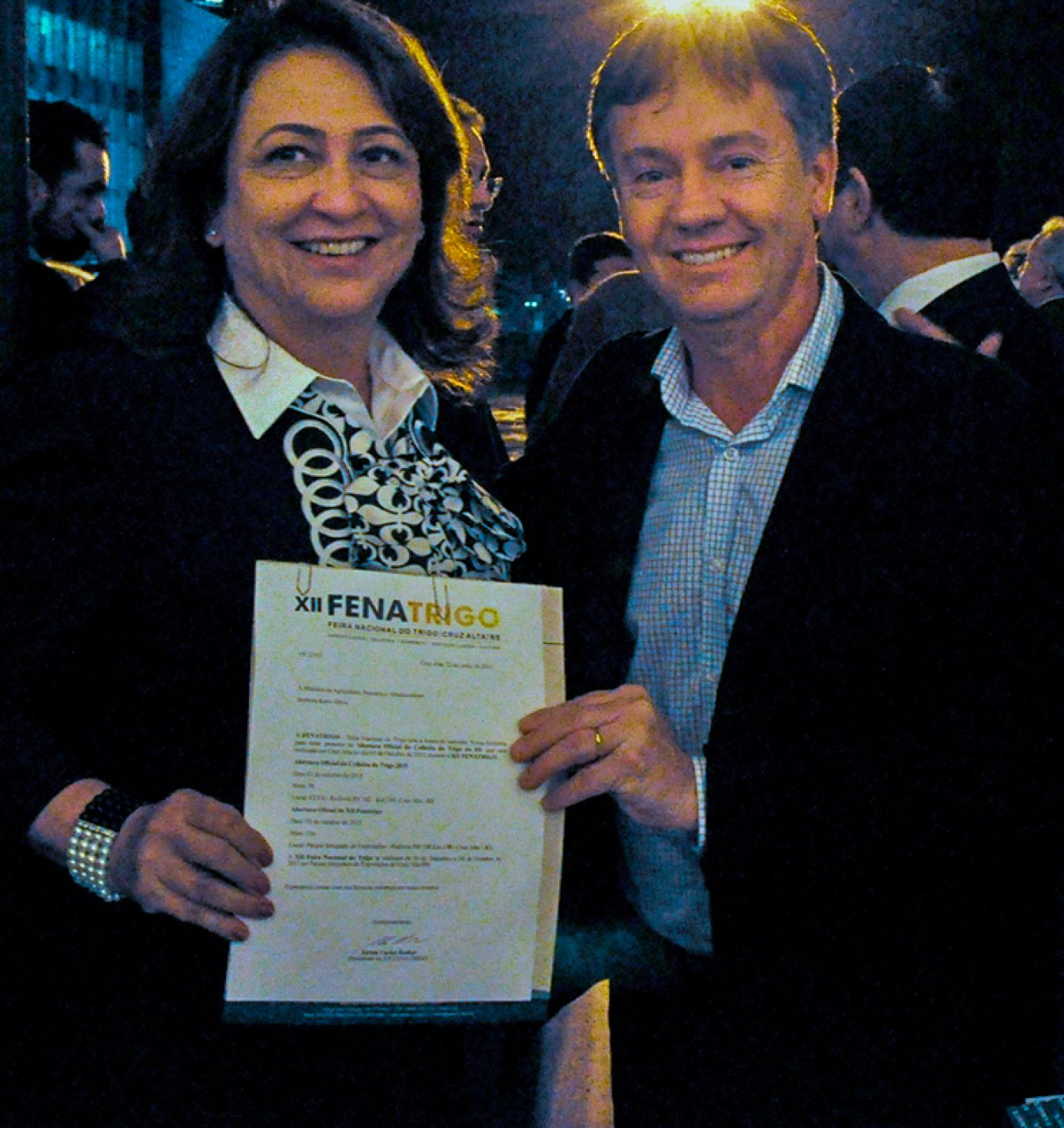 Becker entrega convite a Ministra