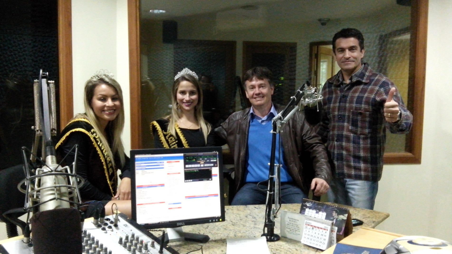 Presidente e soberanas com Zeca Amaral na Rádio Diário Serra