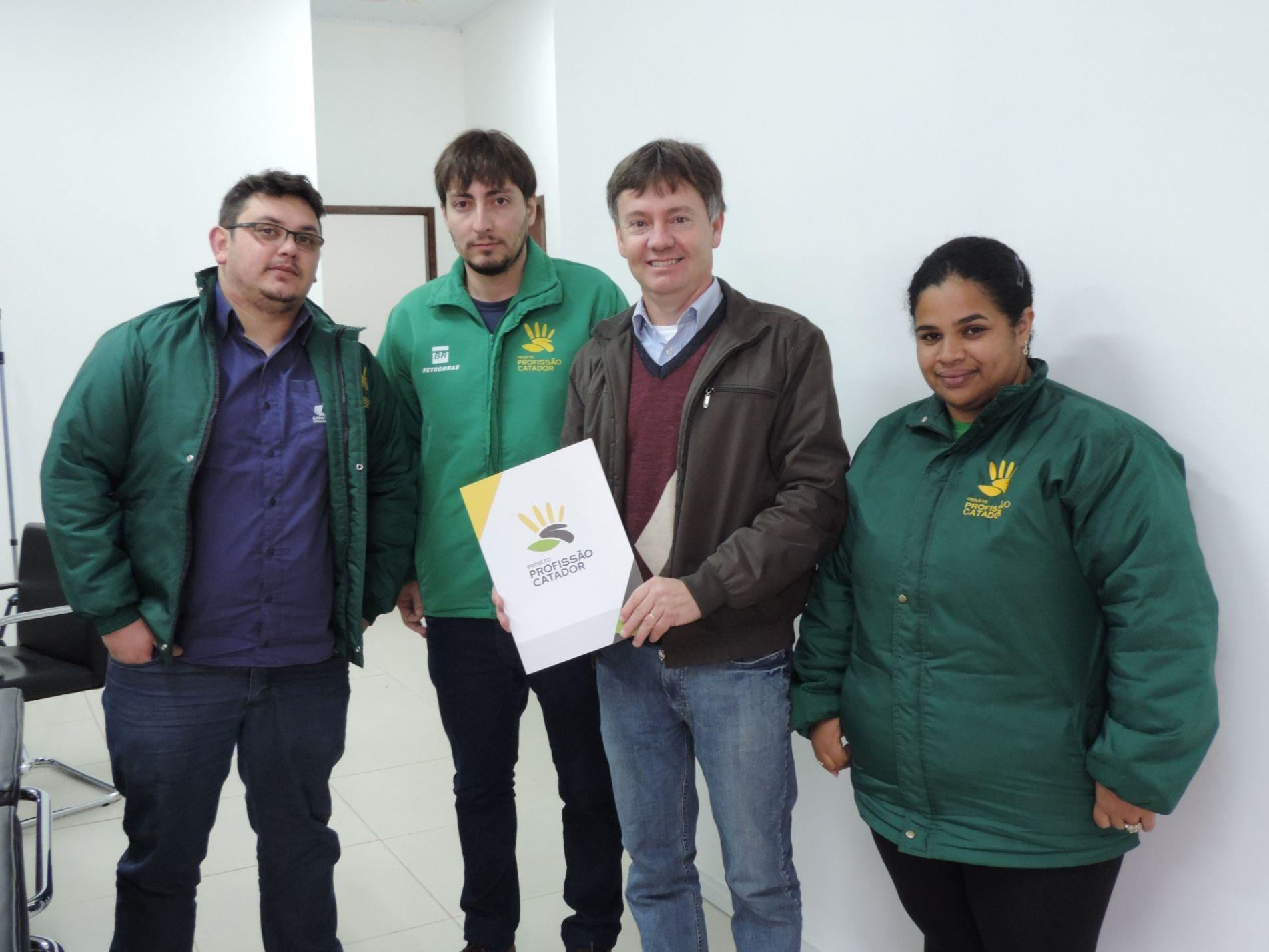 XII Fenatrigo e Profissão Catador firmam parceria